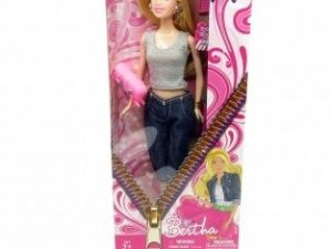 Fashion girl Bertha med lyst hår og lækkert tøj