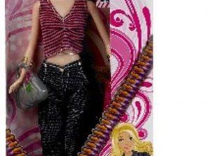 Fashion girl Bertha med mørkt hår, lækre jeans og en flot top